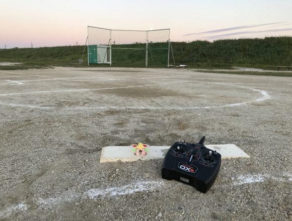 マイクロドローンと野球場
